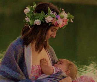 Vrouw geeft borstvoeding